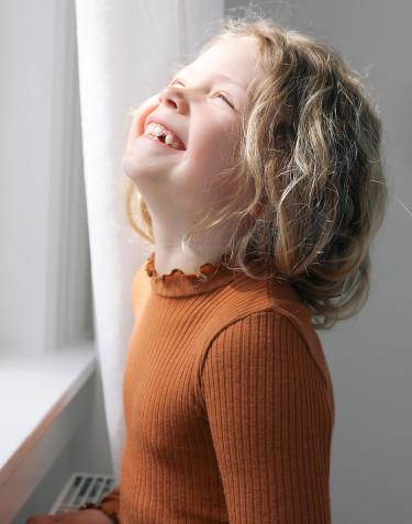 Merino Hemdchen mit gewellten Kanten für Kinder Karamell